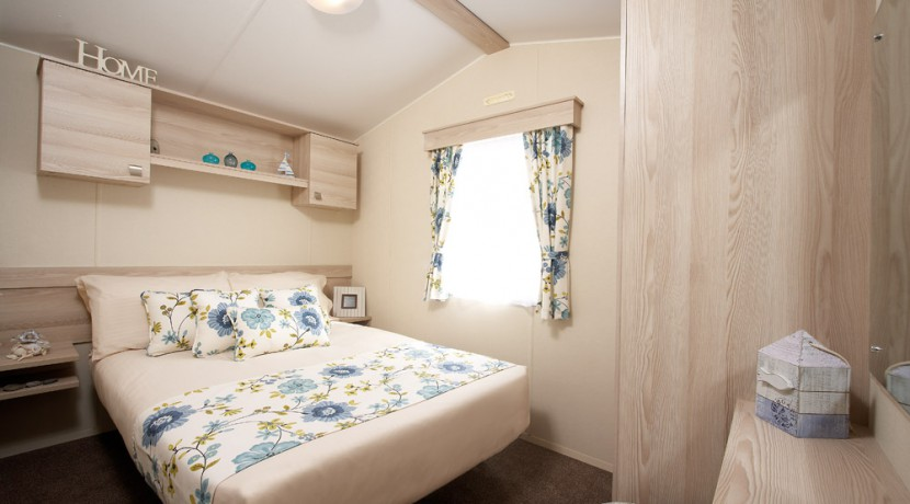 2016-Atlas-Florida-master-bedroom
