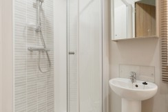 willerby-aspen-shower