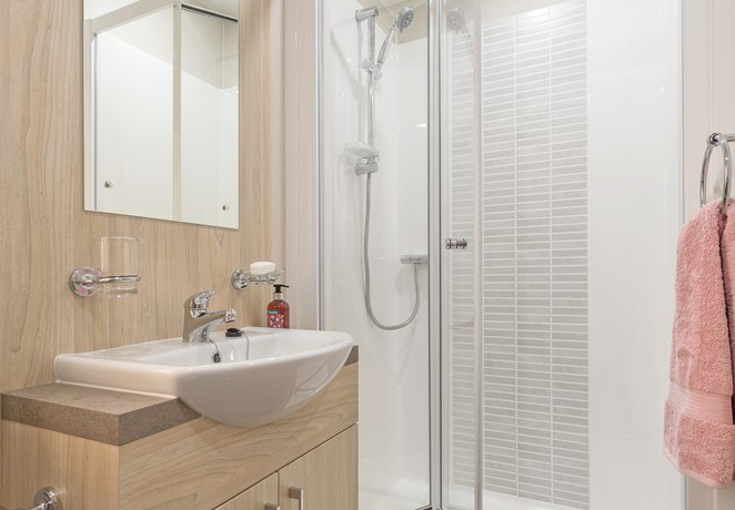 willerby-aspen-shower2
