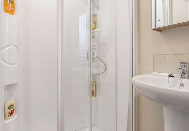 willerby-brockenhurst-shower