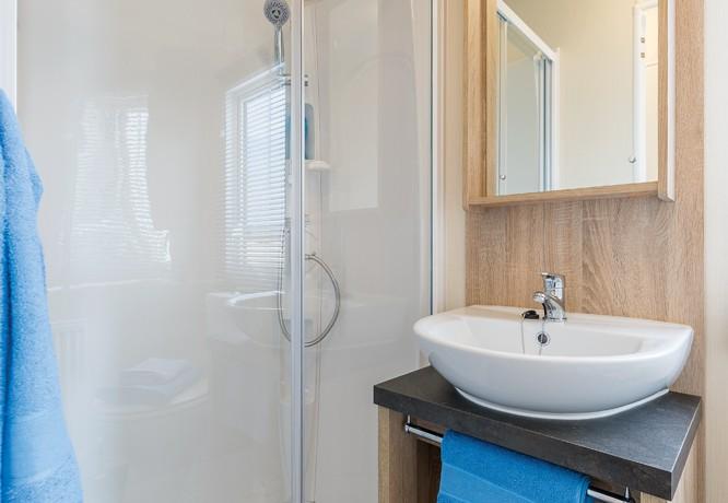 willerby-caprice-shower