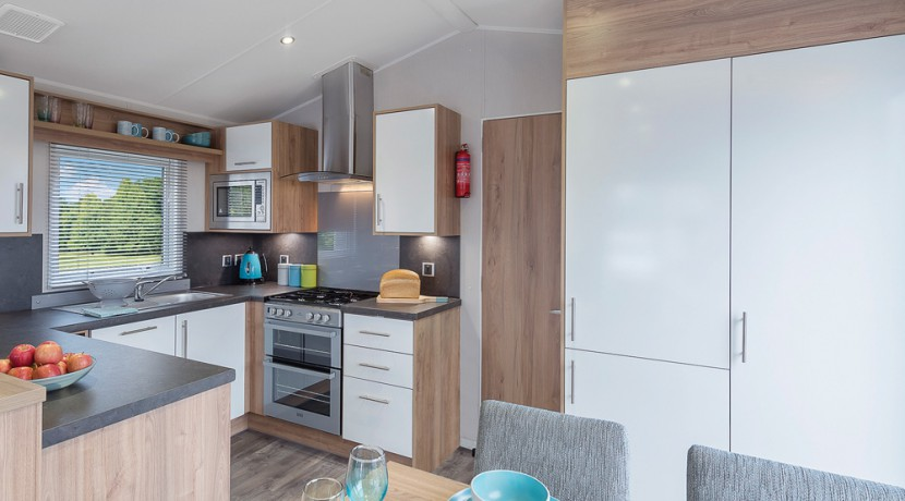 willerby-granada-mobile-home-dining-area