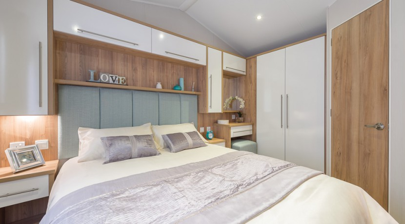 willerby-granada-mobile-home-master-bedroom