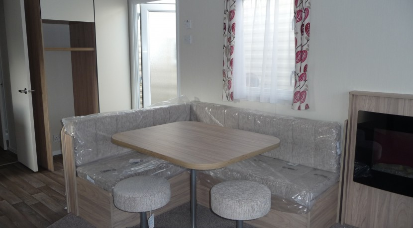 willerby-mistral-dinind-area1