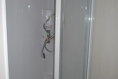 willerby-mistral-shower