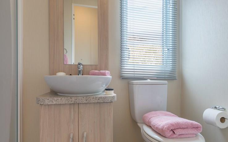 willerby-rio-gold-bathroom