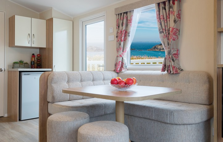 willerby-rio-gold-dining-area