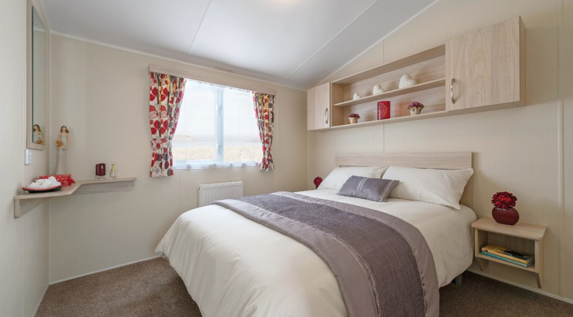 willerby-rio-gold-master-bedroom
