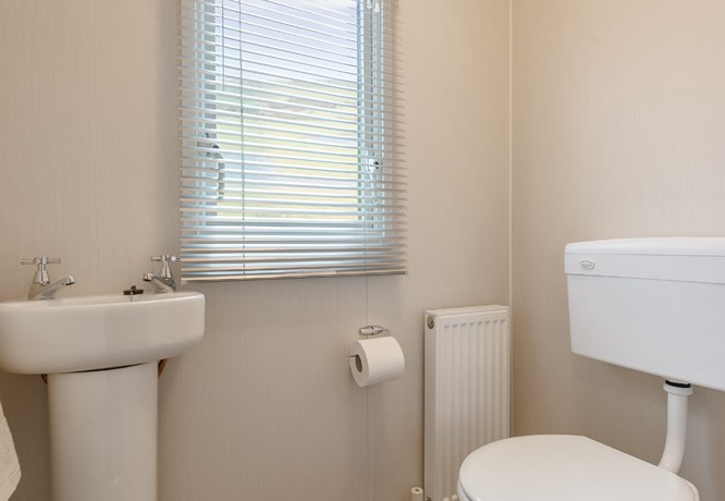willerby-vacation-bathroom