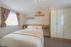 willerby-vacation-master-bedroom