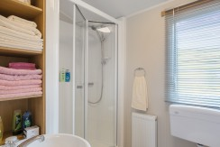 willerby-vacation-shower